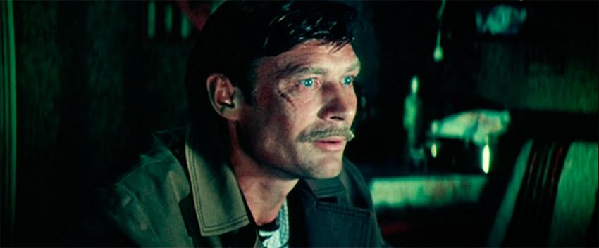 комендант Виктор Петрович из фильма Одиноким предоставляется общежитие
