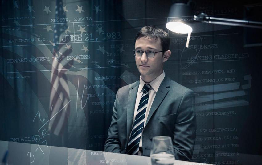 кадр из фильма Сноуден