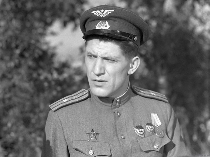 Николай Крючков в роли майора Булочкина