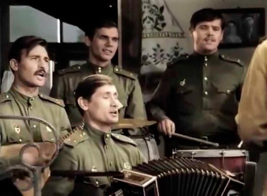 Песня смуглянка - кадр из фильма В бой идут одни старики